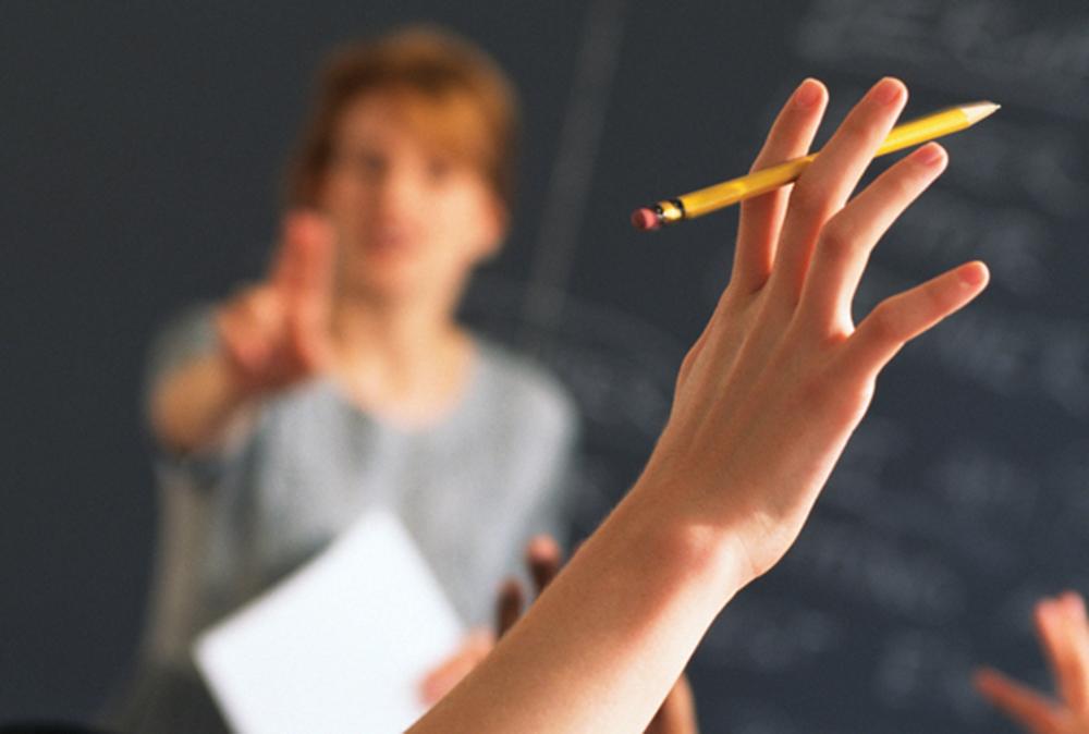 Educação | Escolas públicas podem recorrer a não docentes em casos excepcionais