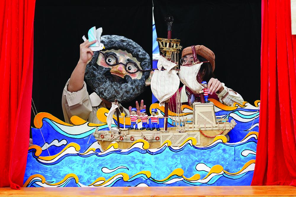 IC | Um herói e festividades portuguesas representados por marionetas