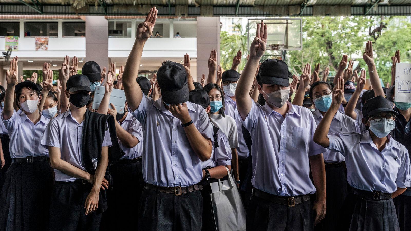 Tailândia | Milhares de estudantes pedem reforma escolar e mais democracia