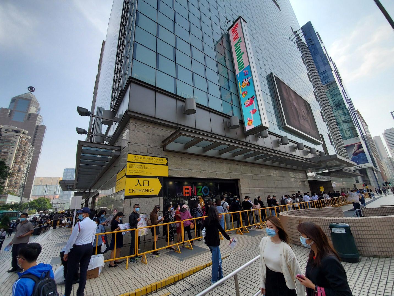 Comércio | Dia VIP resulta em multidão no New Yaohan