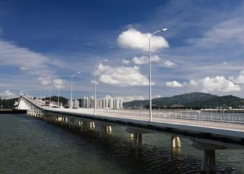 Ponte Nobre de Carvalho   Homem resgatado após saltar para a água
