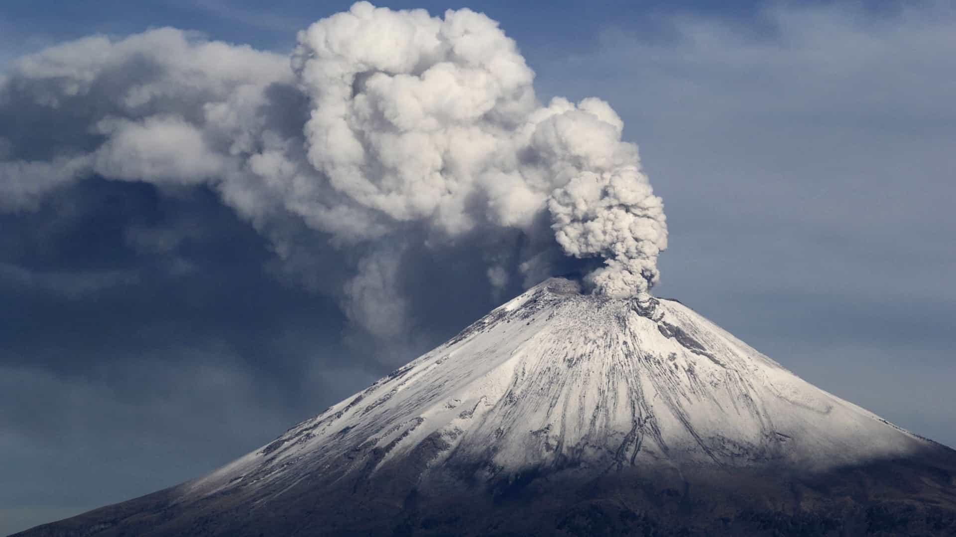 Vulcão entra em erupção no Japão. Autoridades elevam nível de alerta