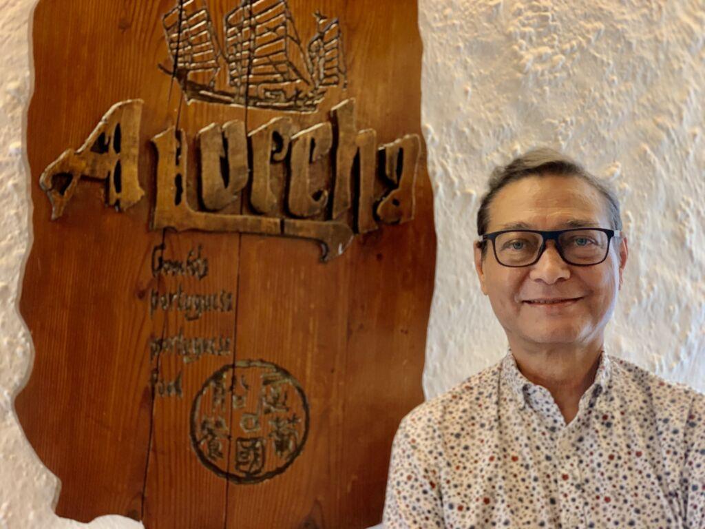 "Óbito | Amigos recordam Adriano Neves, fundador do ""Caravela"" e de ""A Lorcha"""