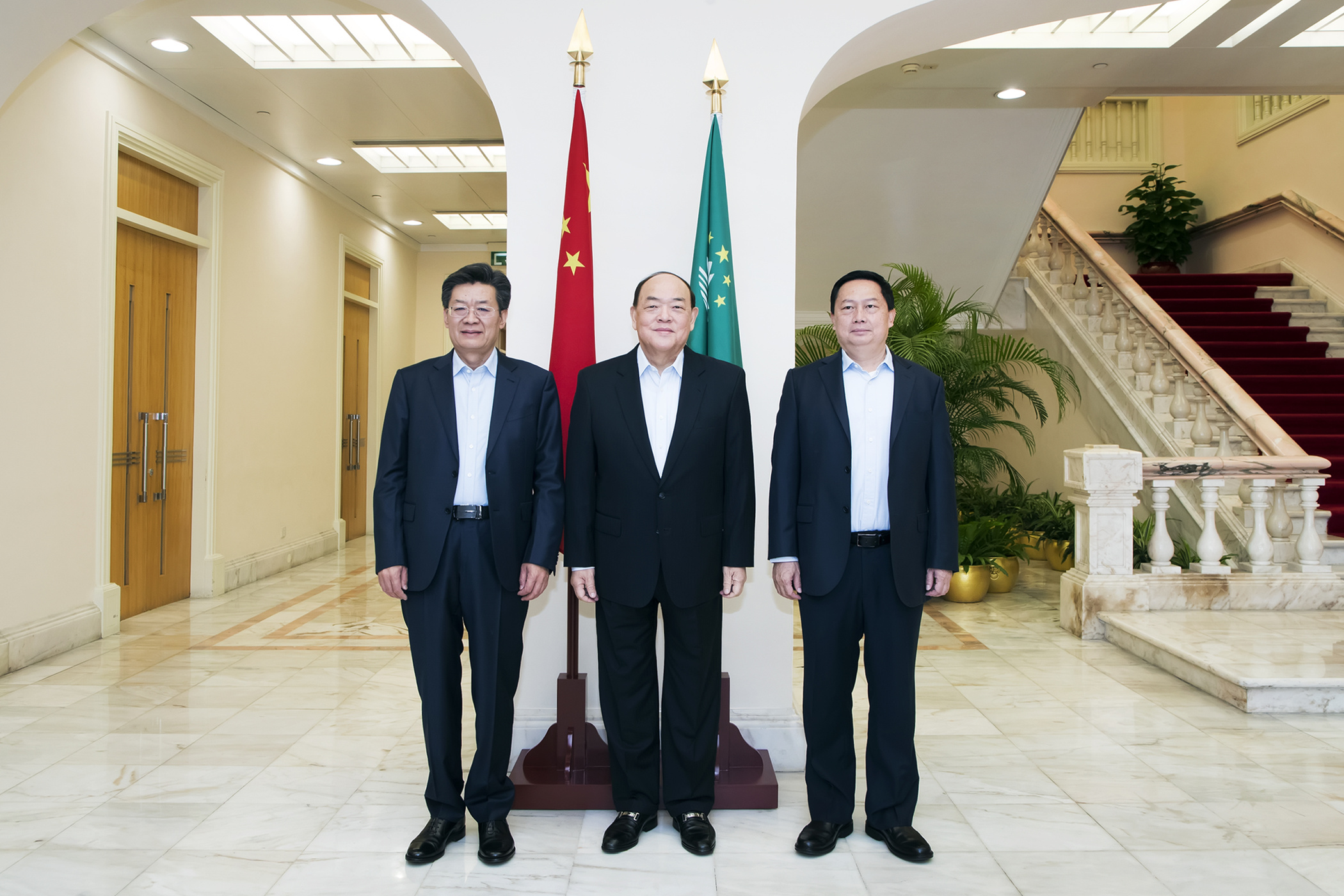 Zhuhai | Ho Iat Seng participa em reunião sobre epidemia, Hengqin e sector imobiliário