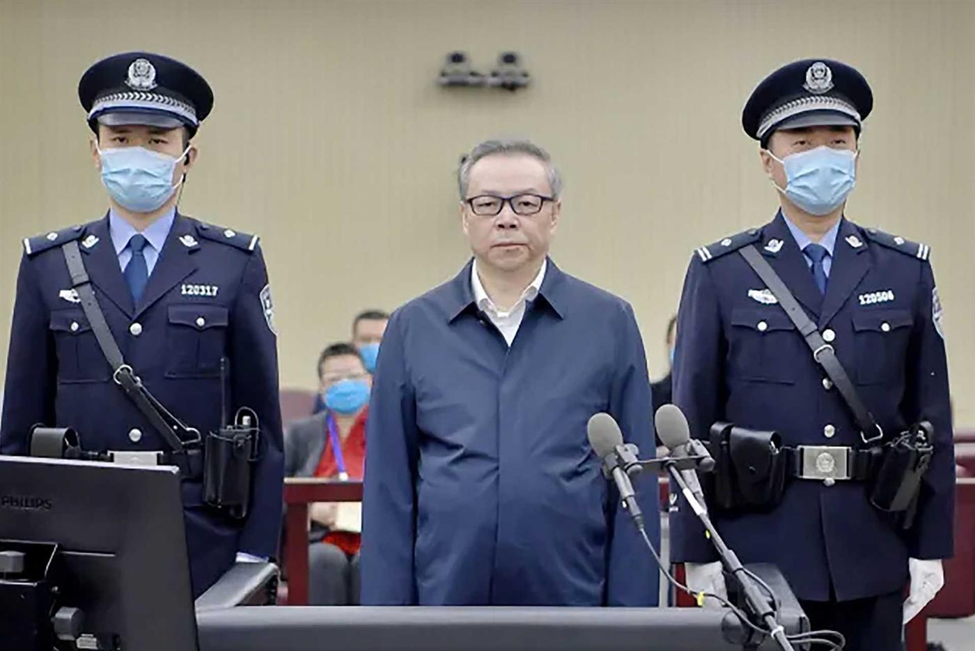 Ex-director de grupo financeiro chinês condenado à morte por corrupção e bigamia