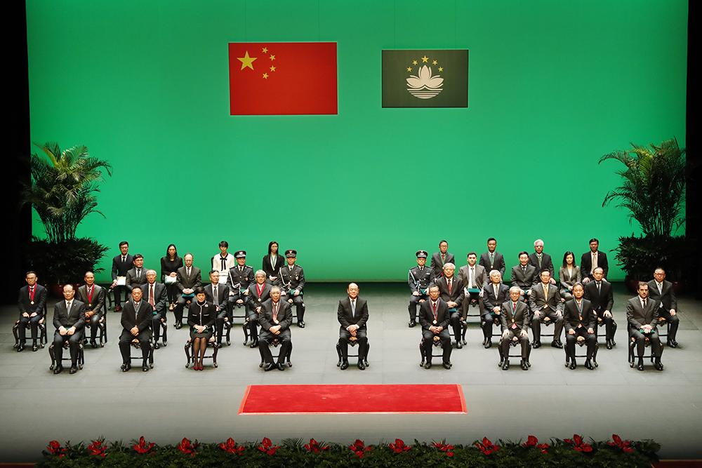 Ho Iat Seng distingue com medalhas de mérito 34 figuras e entidades