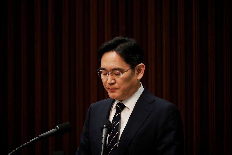 Tribunal condena herdeiro do império Samsung a dois anos e meio de prisão