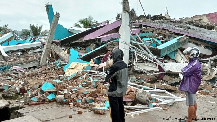 Novo balanço aponta para 60 vítimas mortais do sismo na Indonésia