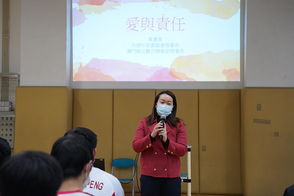 """Wong Kit Cheng, deputada, sobre educação sexual: """"Valores éticos são elementos do amor completo"""""""
