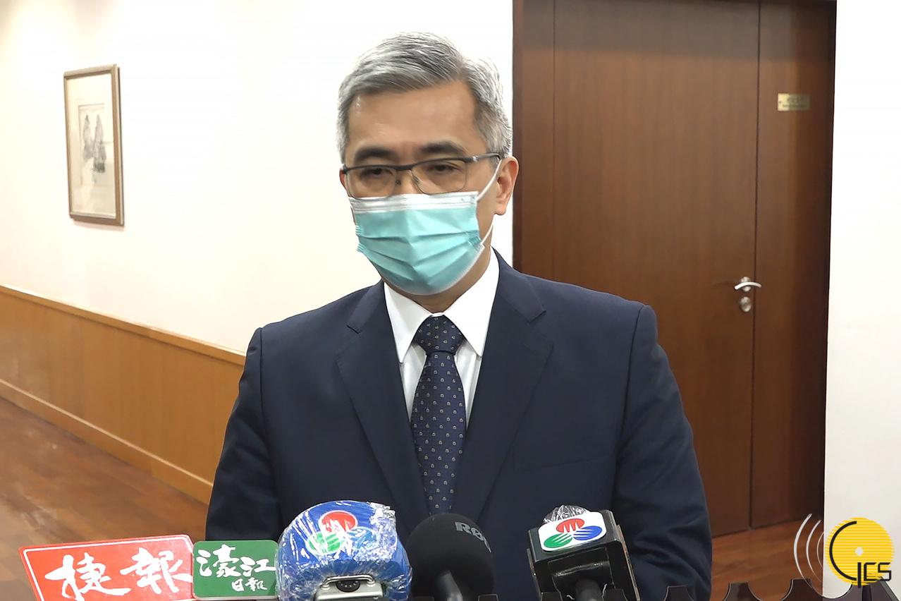 Wong Sio Chak nega direito a não-residentes e recusa igualdade absoluta