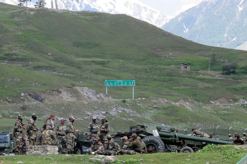 China e Índia anunciam retirada de tropas em área disputada