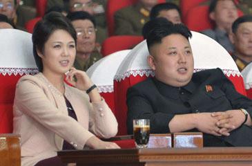 Coreia do Norte | Mulher de Kim Jong-un reaparece em actos públicos após mais de um ano de ausência