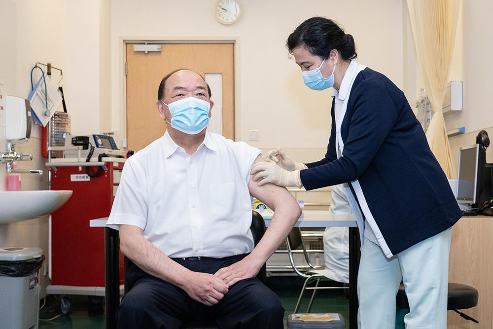 Vacina da Sinopharm deixa de estar disponível para maiores de 60 anos