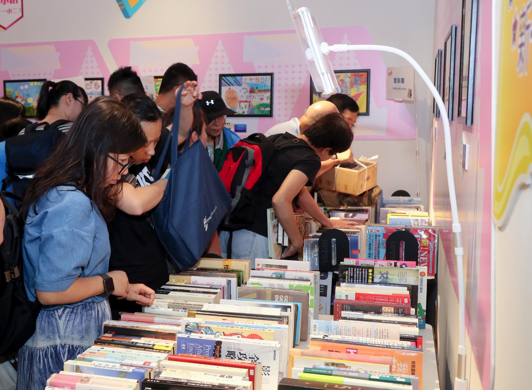 Bibliotecas | Actividade de troca de livros prolonga-se até 11 de Abril