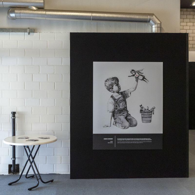 """""""Game Changer"""", obra de Banksy, atinge novo recorde em leilão com 19,4 milhões de euros"""
