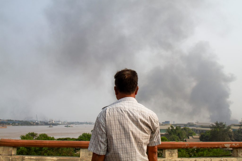 Fábricas de multinacional japonesa incendiadas em Myanmar