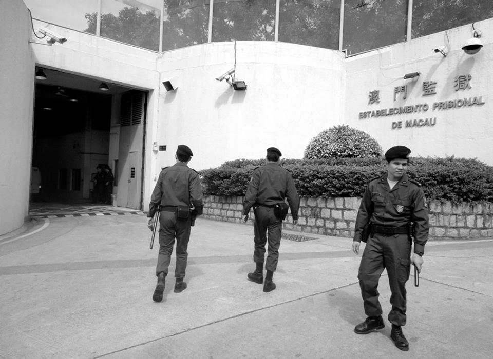 Governo garante que guardas prisionais estrangeiros têm iguais obrigações