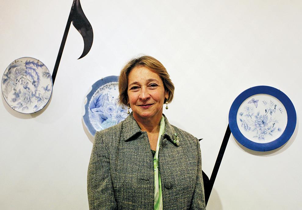 FRC   Arlinda Frota dá amanhã aula de pintura em porcelana