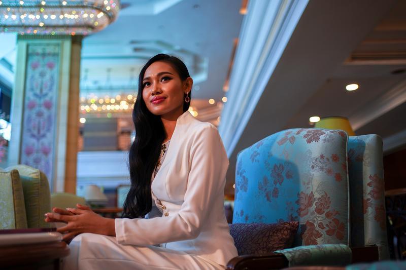 Miss Birmânia junta-se à guerrilha para lutar contra ditadura militar