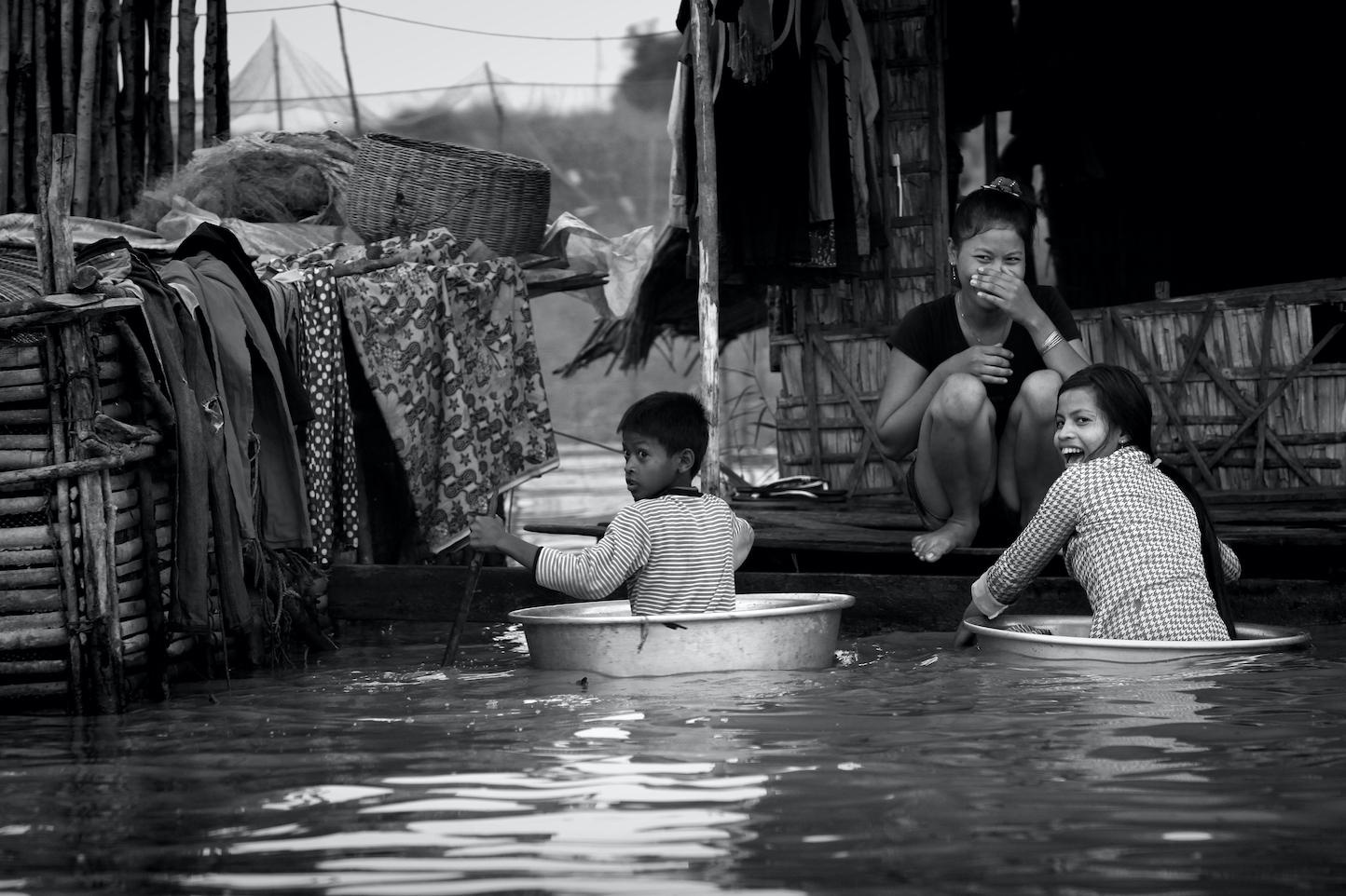 Fotografia   Gonçalo Lobo Pinheiro lança novo livro sobre lago Tonle Sap no Cambodja