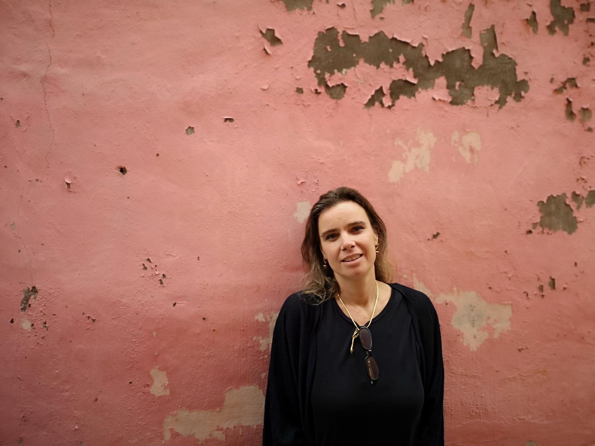 """Ana Jacinto Nunes, pintora e artista plástica: """"Gosto da fusão da caligrafia com pintura ocidental"""""""