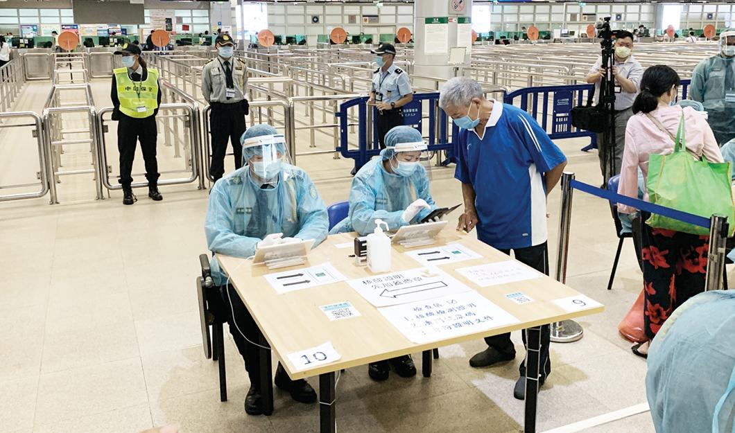 Covid-19 | Mais quarentenas e testes para quem vem do Interior da China