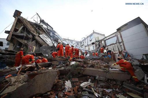 Sobe para oito o número de mortos em desabamento na China