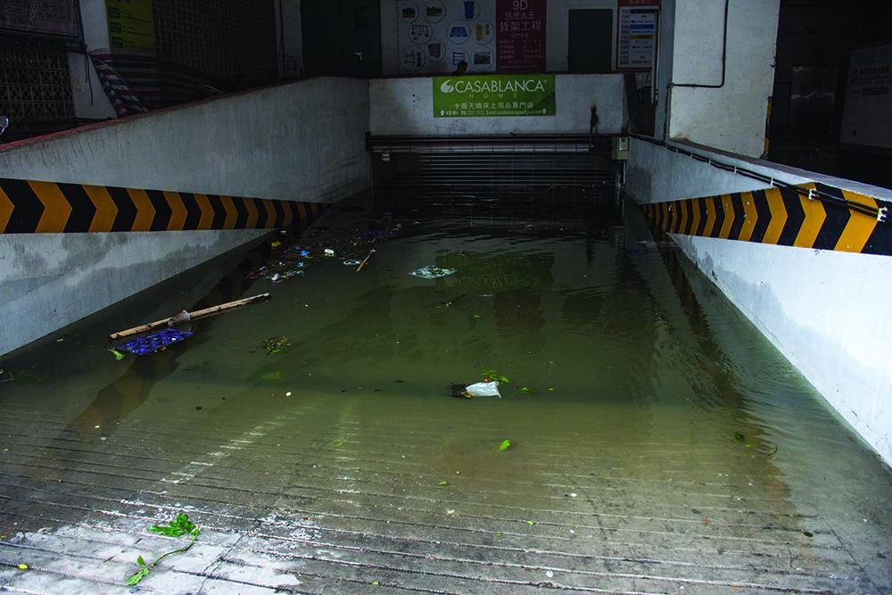 Estacionamento | Governo e deputados divididos sobre inundações