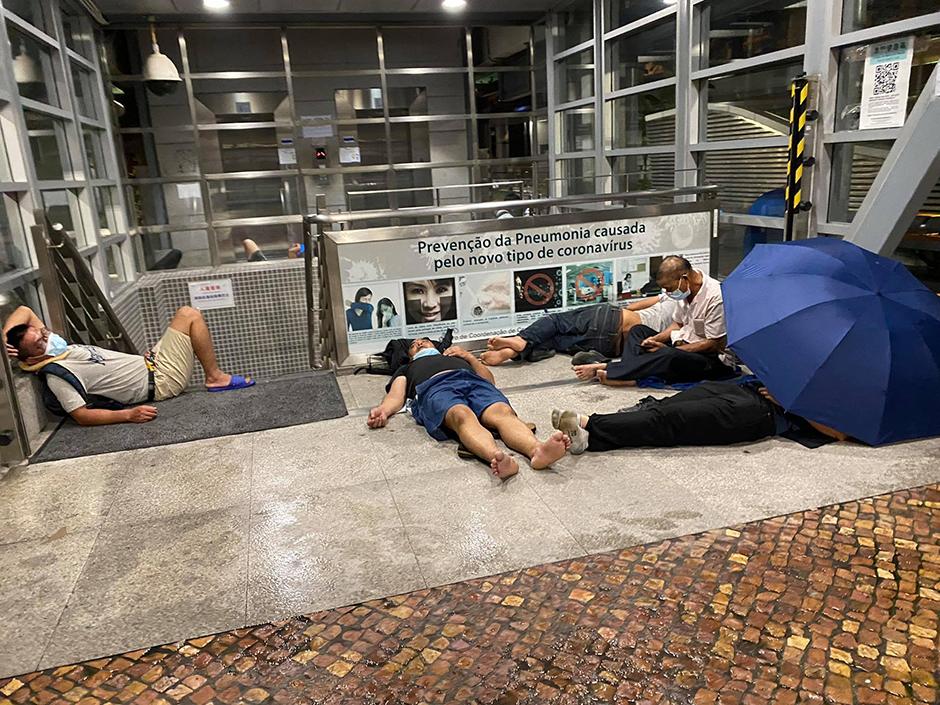 Pessoas a dormir na rua não trazem má imagem a Macau, diz Ho Iat Seng