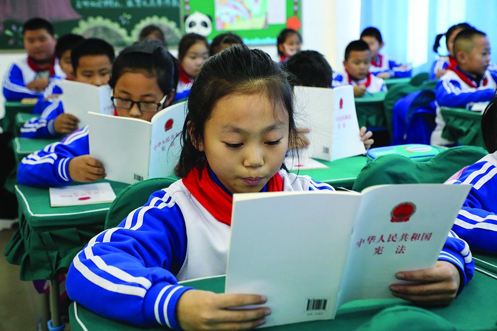 Educação | Mais de 95% das escolas adoptaram material didáctico patriótico