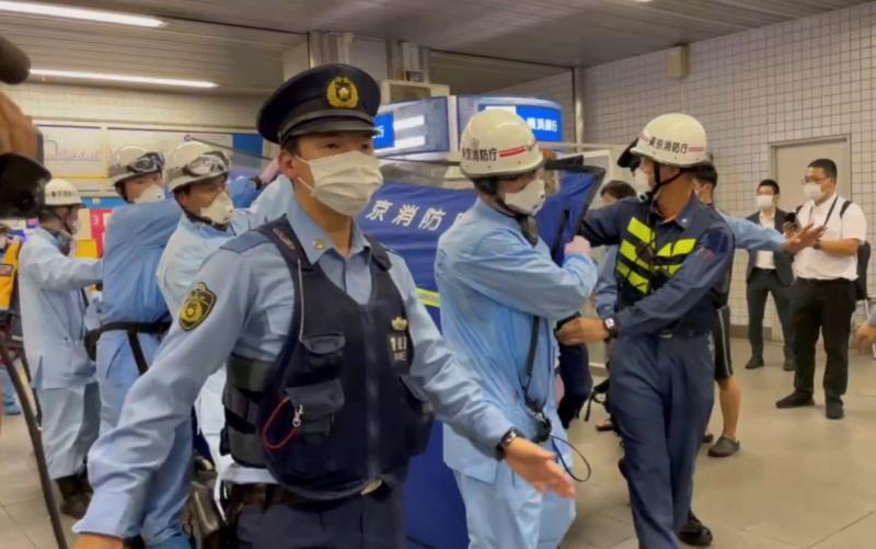 Duas pessoas sofreram queimaduras em ataque no metro de Tóquio