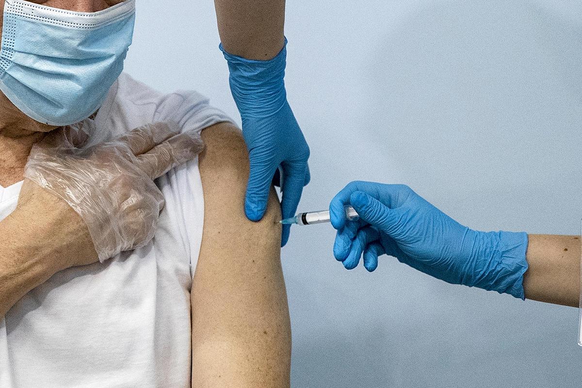 Covid-19 | Impurezas detectadas no Japão em vacina da Moderna são partículas de aço inoxidável