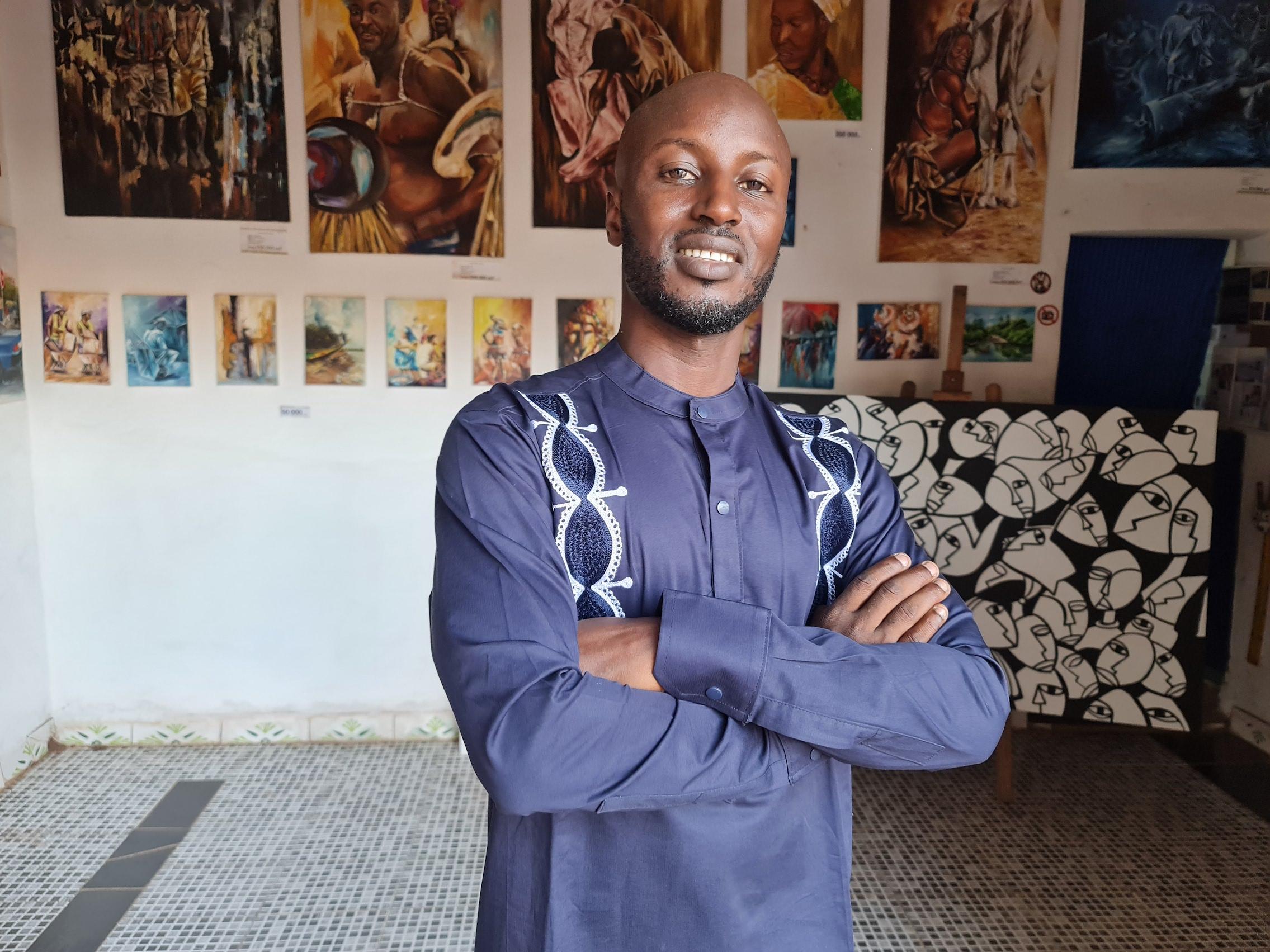 """Ismael Hipólito Djata, artista plástico da Guiné-Bissau: """"A cultura foi o pilar para a independência"""""""