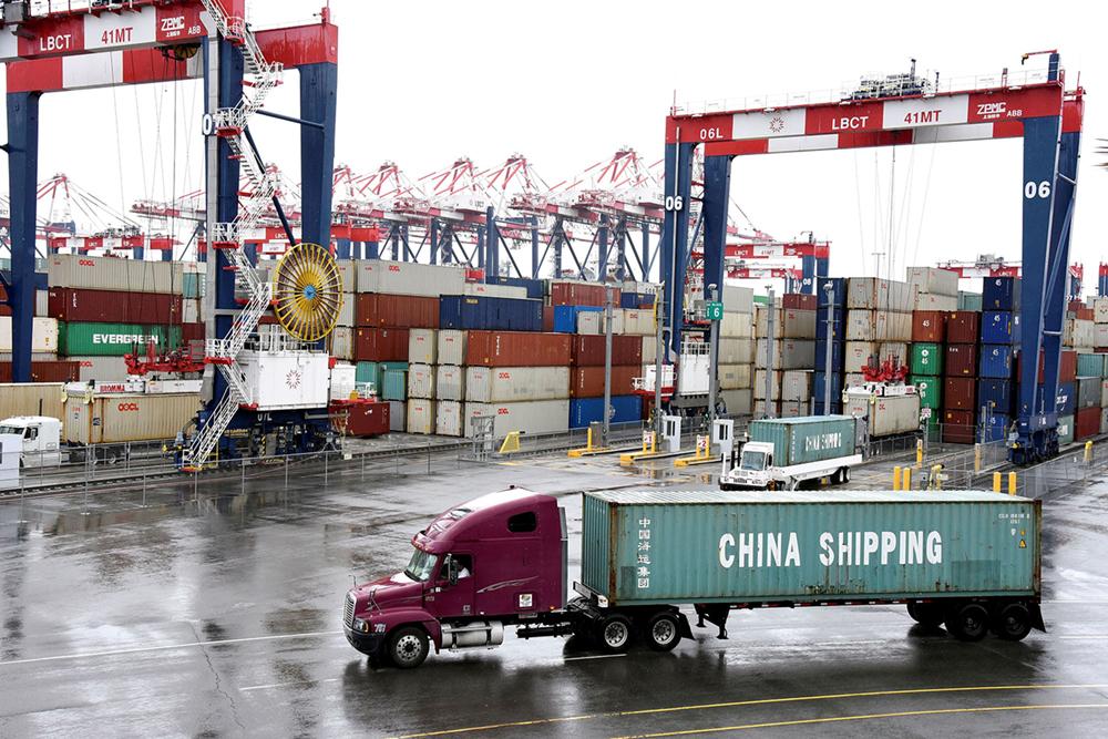 Comércio externo na China voltou a aumentar em Agosto