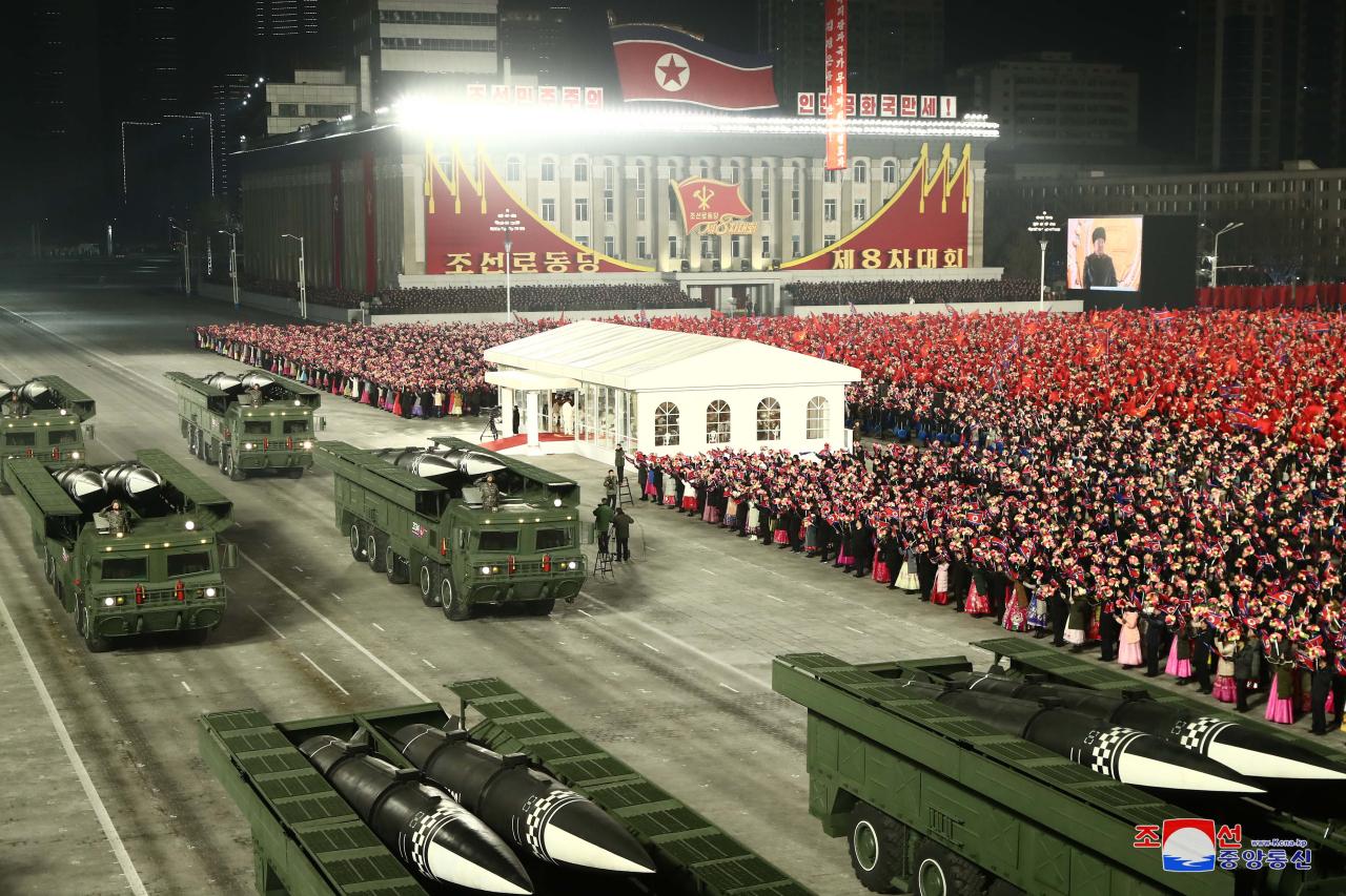 Coreia do Norte assinala fundação com desfile militar de madrugada