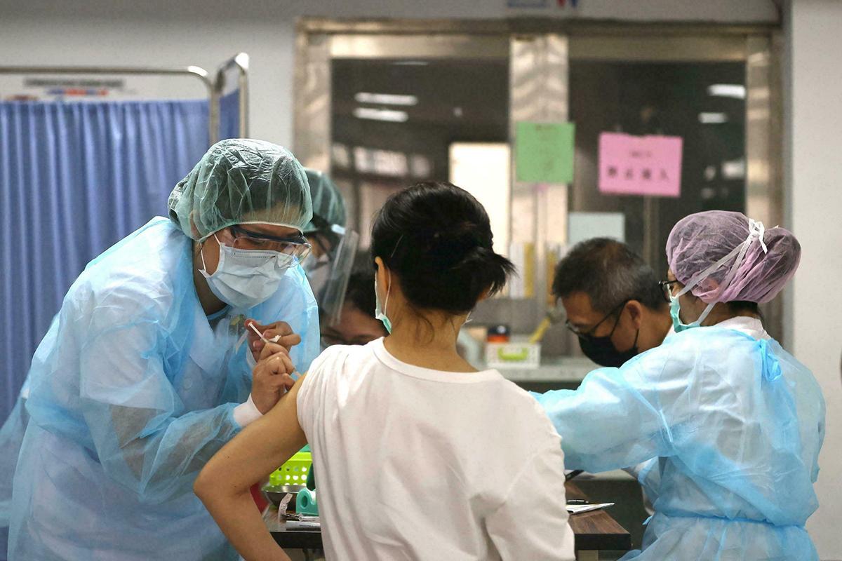 China confina cidade com cinco milhões de habitantes após detectar surto de covid-19