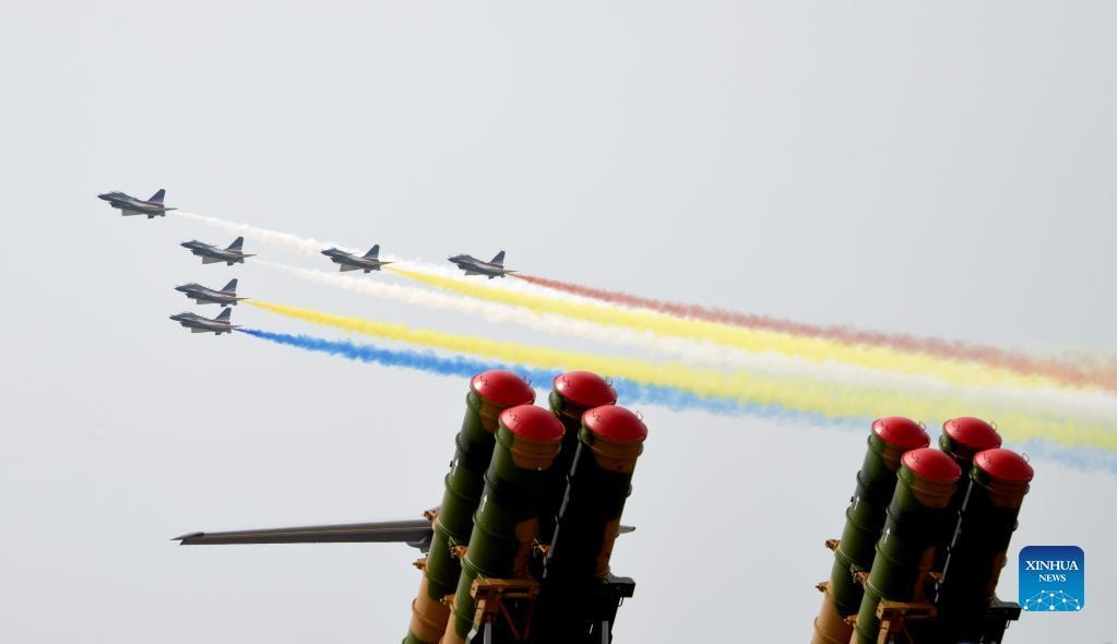 China exibiu em Zhuhai novo armamento da Força Aérea